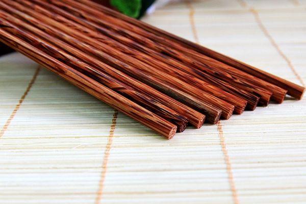 Cách làm sạch đũa gỗ bị mốc do lâu ngày không dùng đến