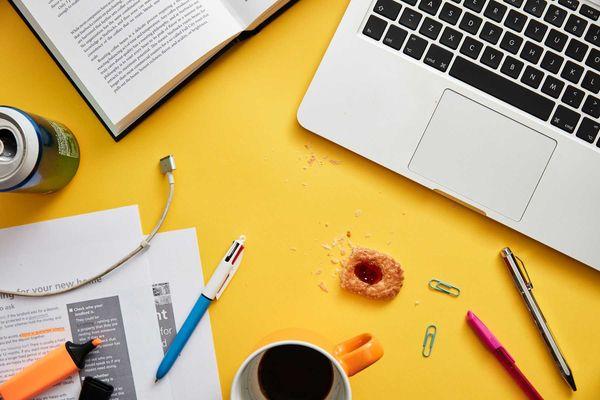 como-organizar-a-mesa-do-escritorio
