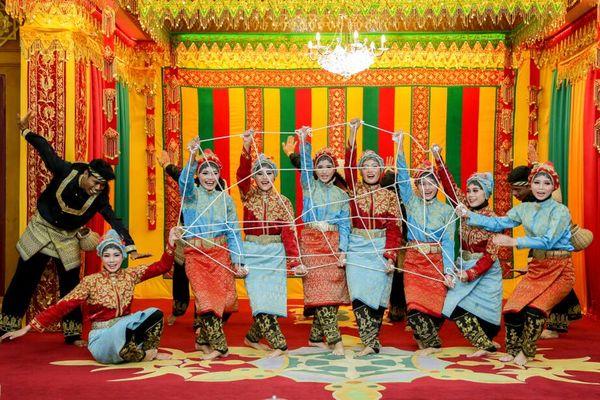 Pakaian Adat Aceh yang Wajib Dikenakan Pria dan Wanita