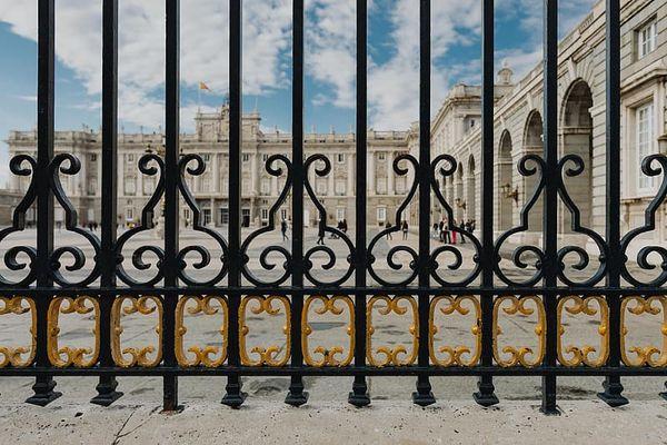 sơn cửa sắt màu gì tại nhà?