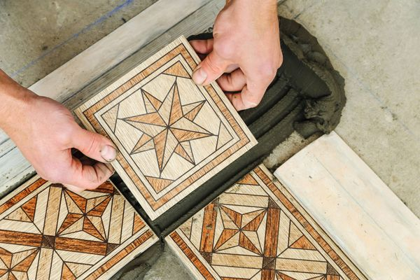 How to Fix a Cracked Tile in the Bathroom | Cleanipedia