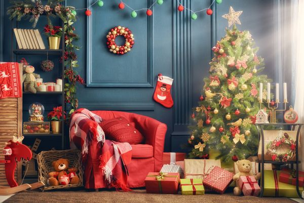 Don't Let Accidental Glue Marks on Your Walls Slow Your Christmas Decoration Plan