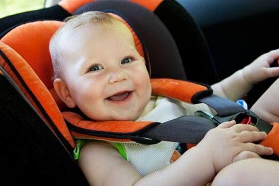 Mẹ có nên cho bé ngồi xe tập đi không?