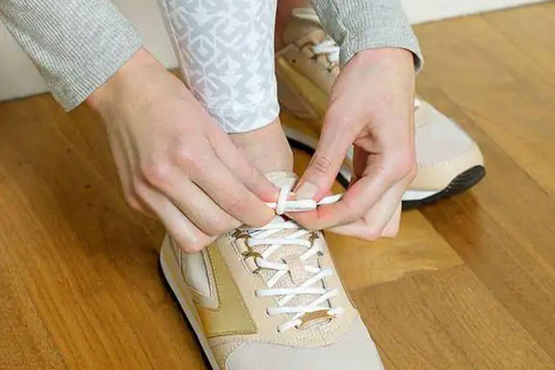 14.0 Cách Tẩy Giày Trắng Bị Ố Vàng Xỉn Màu Hiệu Quả Nhanh Nhất