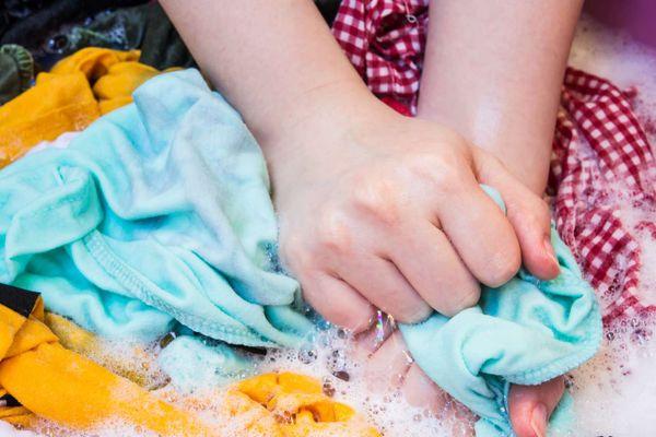 Bắt trend ngăn ngừa áo bị phai màu, xơ cứng bằng công nghệ hiện đại