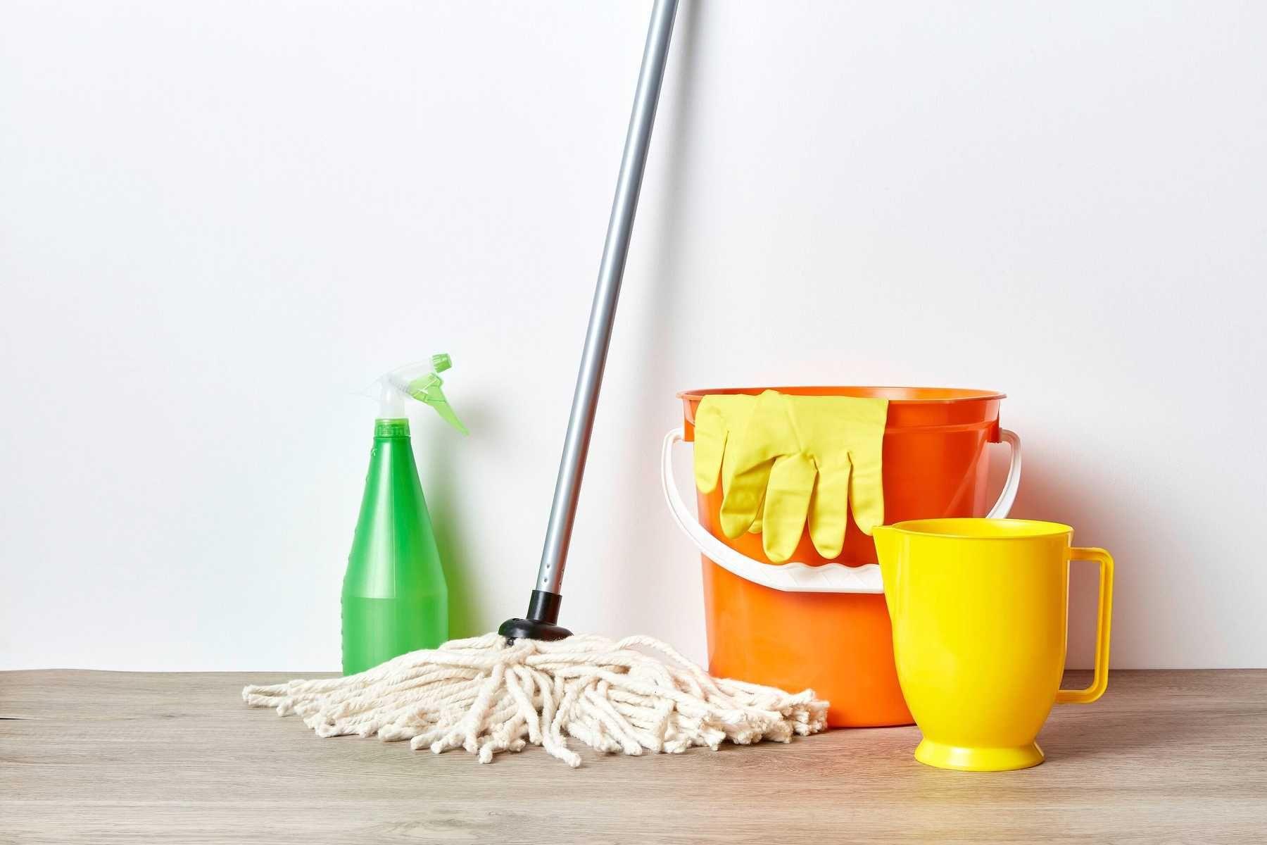 Cách lau nhà sạch bóng - dụng cụ lau sàn cần chuẩn bị