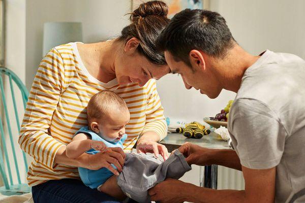 Tắm nắng cho trẻ sơ sinh thế nào mới đúng cách?