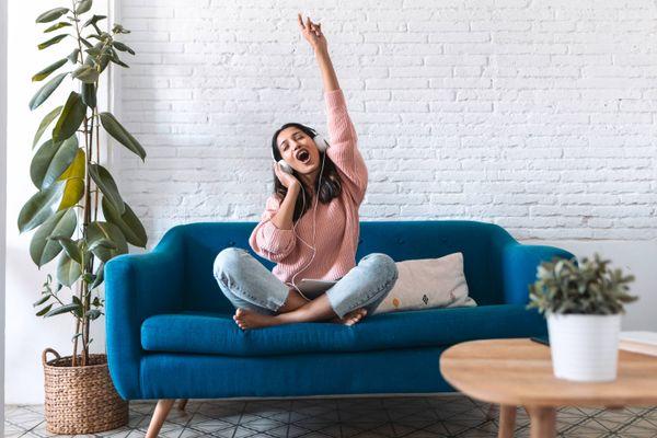 Hướng dẫn cách giặt ghế sofa vải tại nhà
