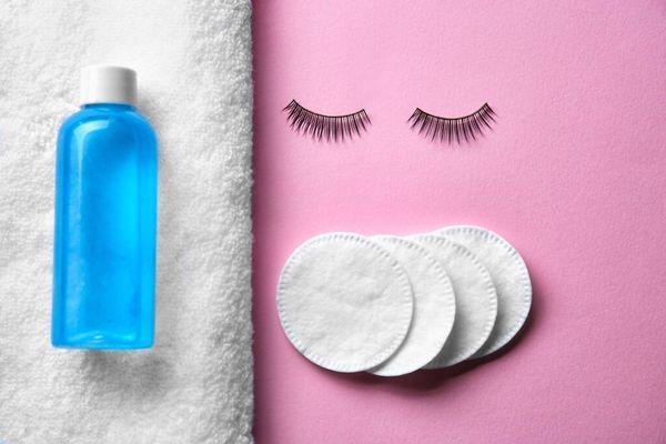 Equipment for cleaning false eyelashes