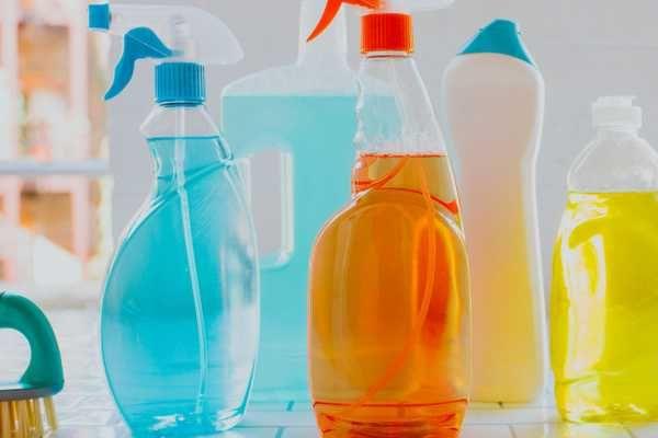 cách tẩy vết dầu mỡ trên quần áo bằng xà phòng rửa bát