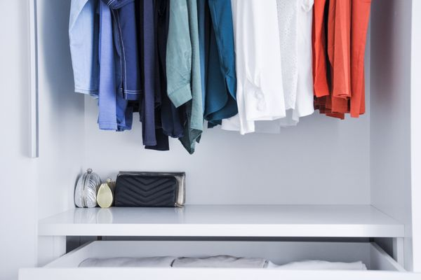 Read on to know how to wash clothes by hand and some useful points to remember while washing clothes in your machine.