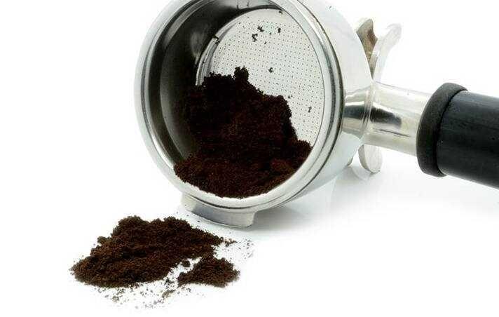 Cách diệt kiến lửa bằng bã cà phê