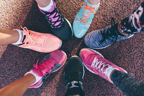 Hướng dẫn vệ sinh giày sneaker theo từng chất liệu