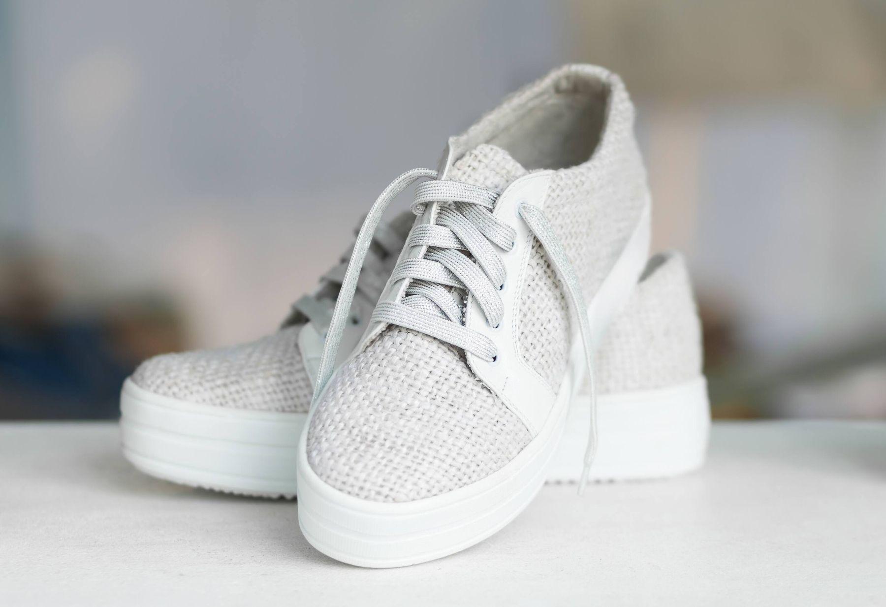 Beyaz bez ayakkabı nasıl temizlenir