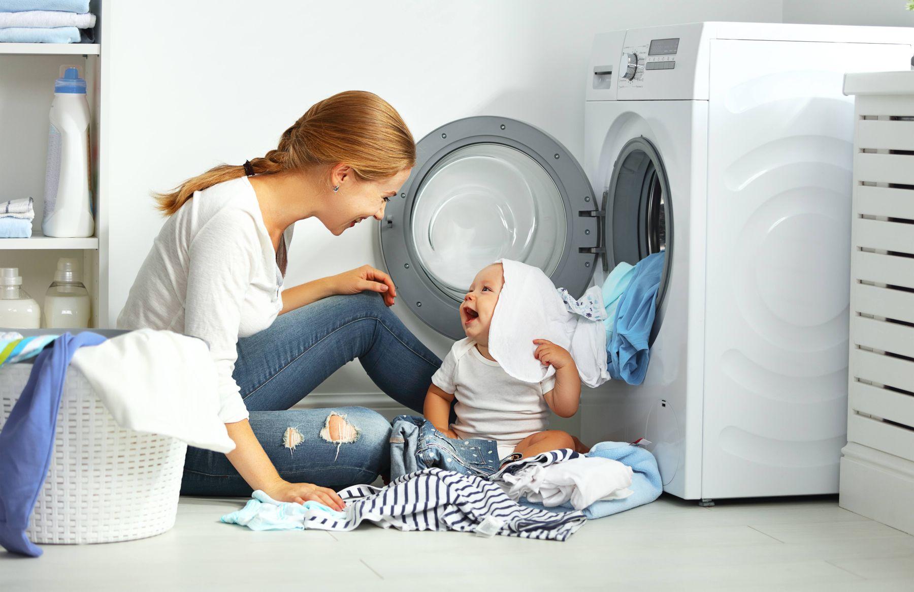 Giặt đồ cho trẻ sơ sinh bằng máy giặt với nước giặt cho bé chuyên dụng