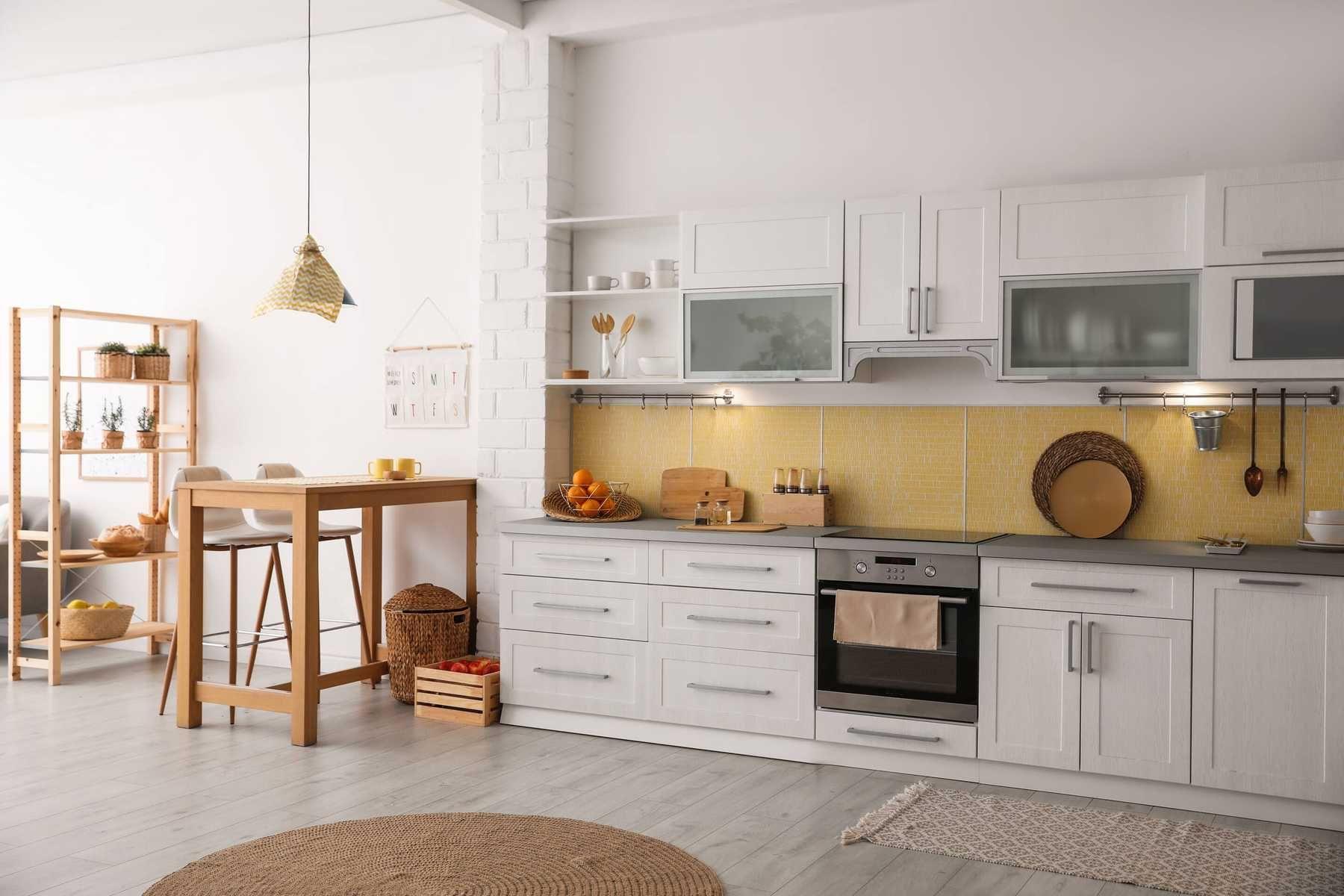 trang trí nhà bếp phối màu cho đồ nội thất gỗ