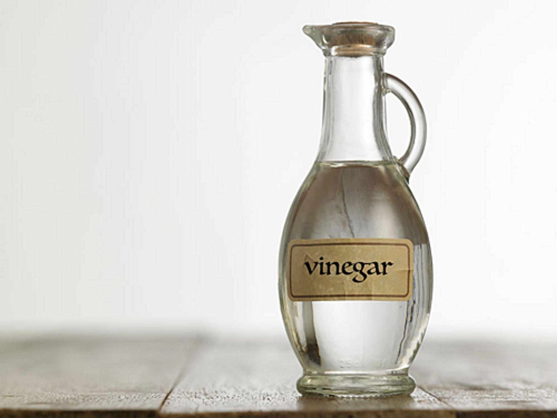 Làm sạch kính bằng giấm | Cleanipedia