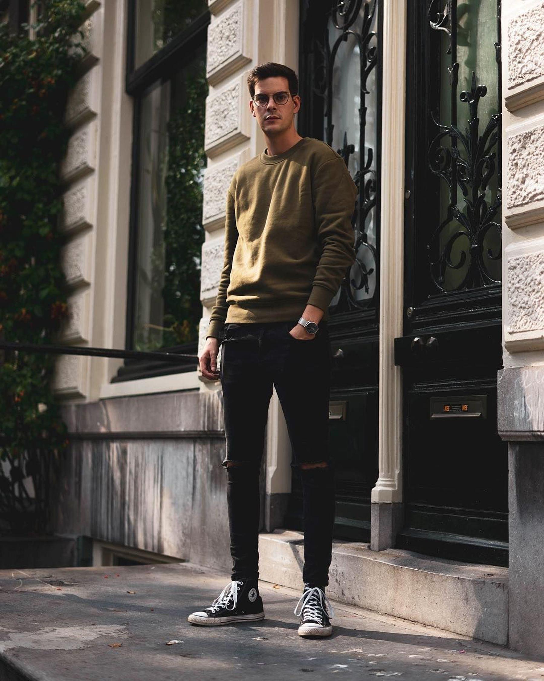 Cách mix áo thun dài tay với giày converse cổ cao cực chất