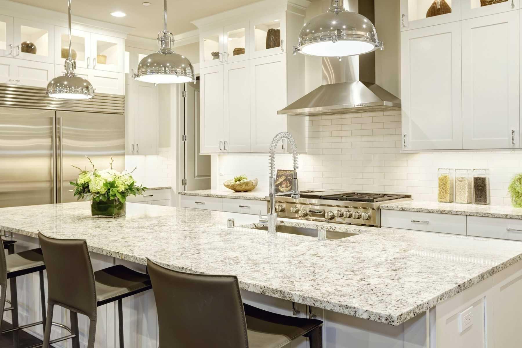 trang trí nhà bếp với bàn ăn bằng đá sang trọng, bền bỉ