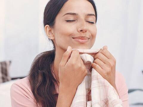 nước xịt thơm quần áo dễ dàng sử dụng