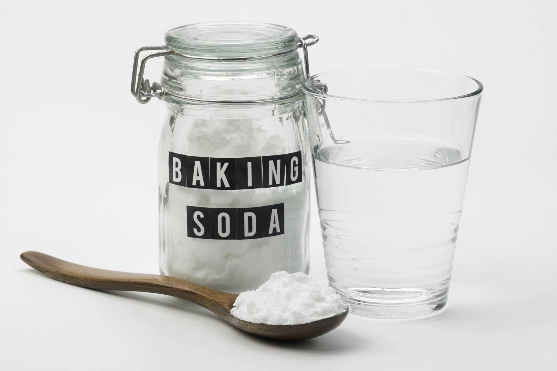 Làm nước súc miệng với baking soda
