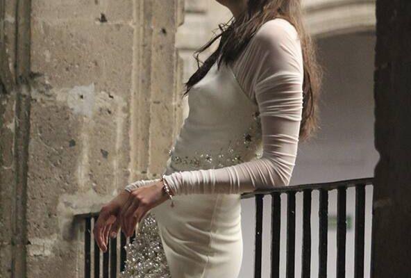 """""""Phù phép"""" chiếc váy maxi cũ thành một item siêu thời trang"""