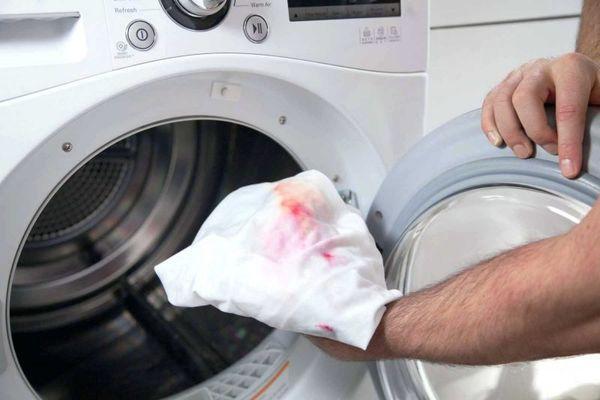 Cách tẩy trắng quần áo bị lem màu đơn giản nhanh chóng