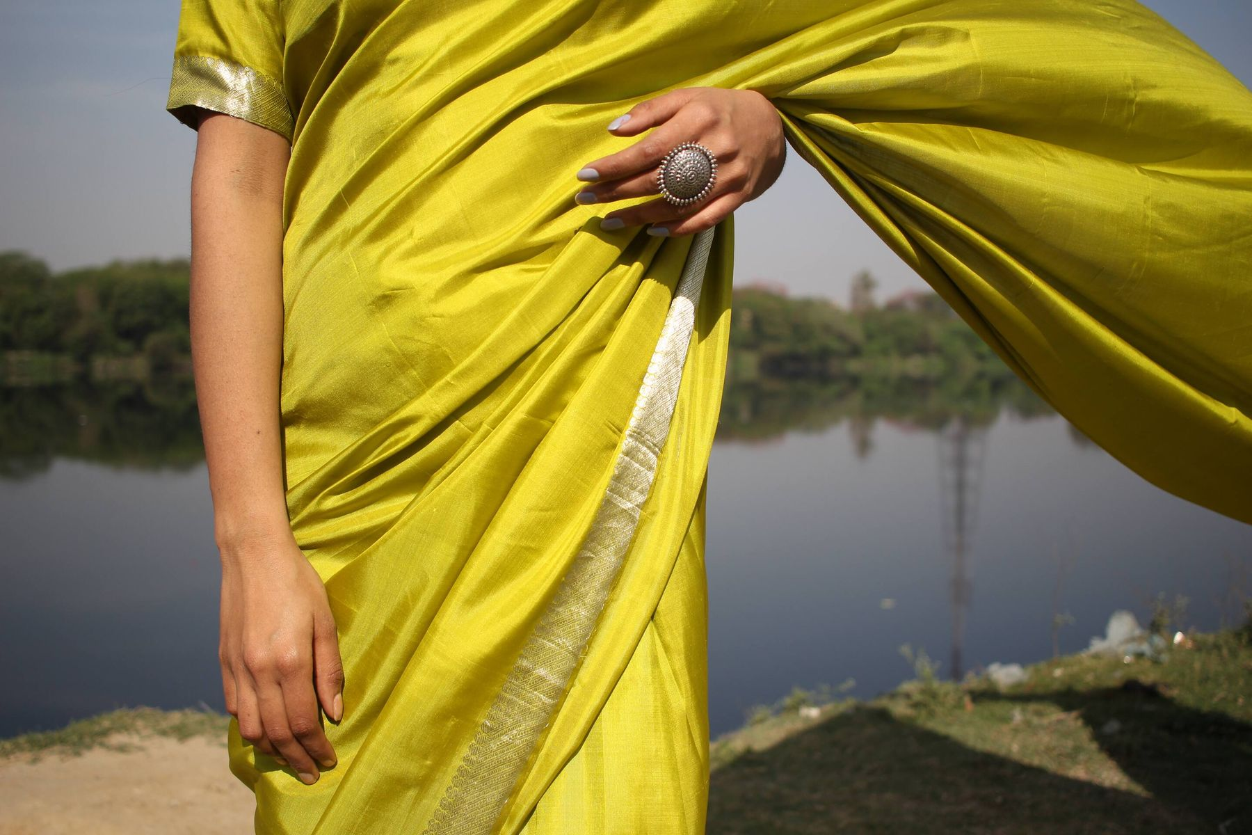 How to Remove Curry Stains from Saree | Cleanipedia