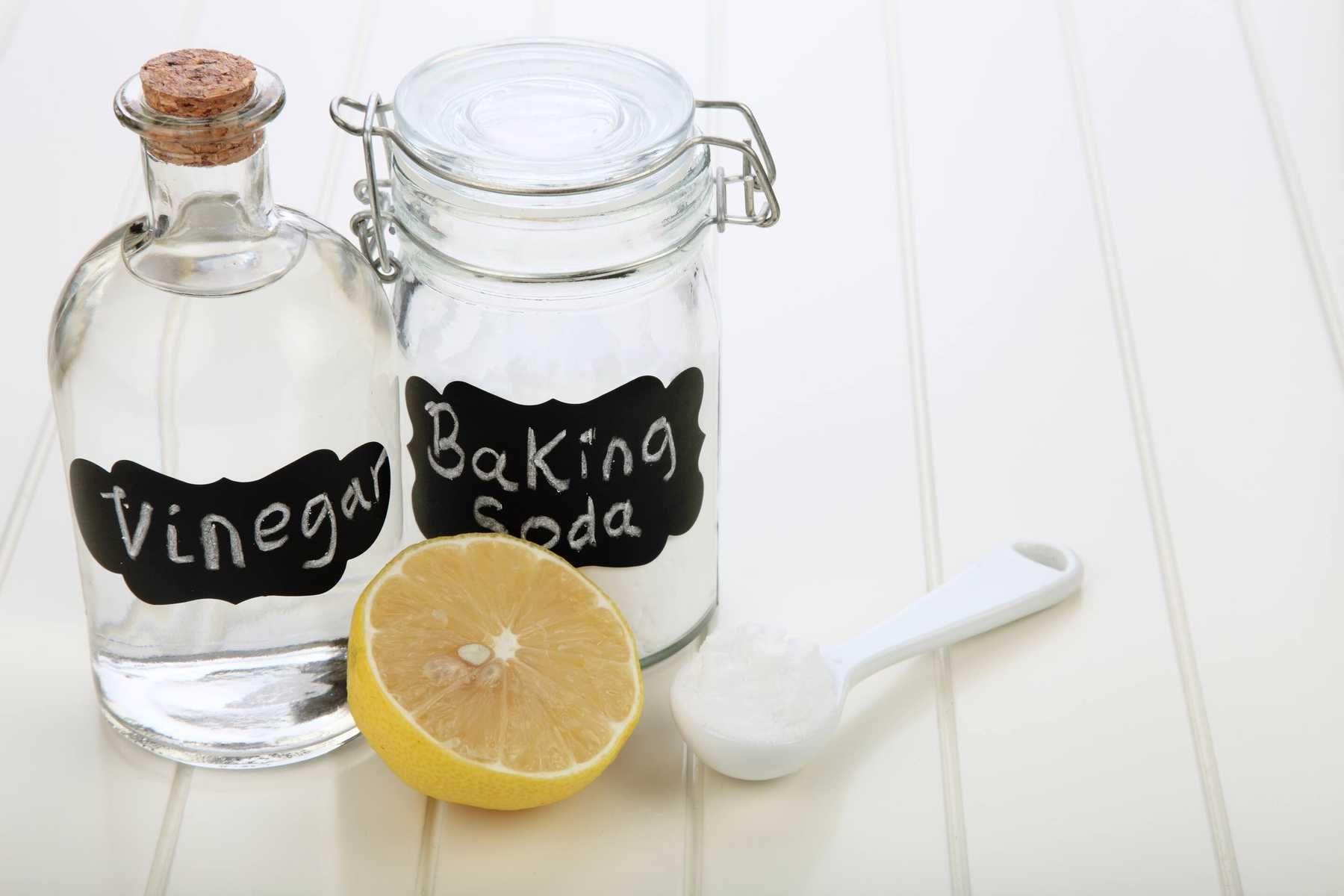 Cách tẩy bồn rửa mặt bằng baking soda và giấm