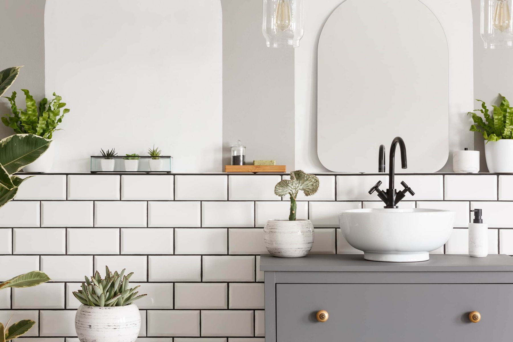 Follow these simple steps to keep your washbasin clean and germ-free!