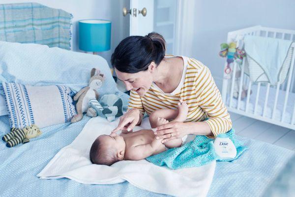 Hướng dẫn cách chăm sóc trẻ sơ sinh mới chào đời cho đến 1-6 tháng tuổi
