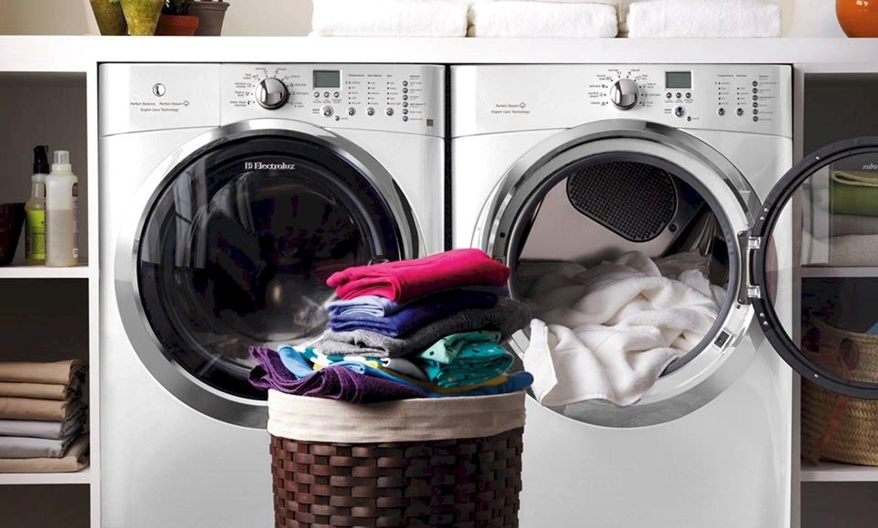 Sử dụng máy sấy/máy giặt sấy là cách làm khô quần áo nhanh vào mùa mưa