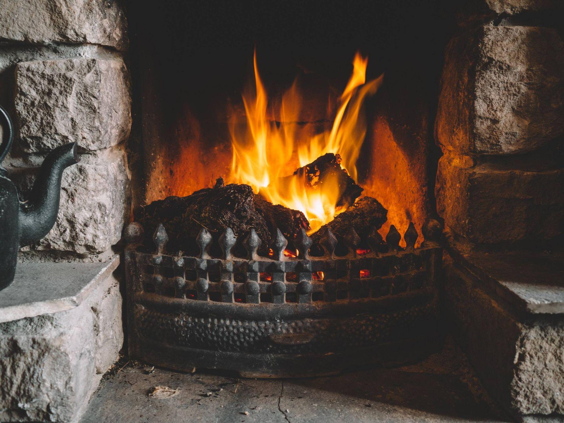 Odun Yakılan Bir Şömine Nasıl Temizlenir?