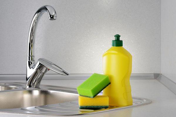 Có nên tự làm nước rửa chén hay không?