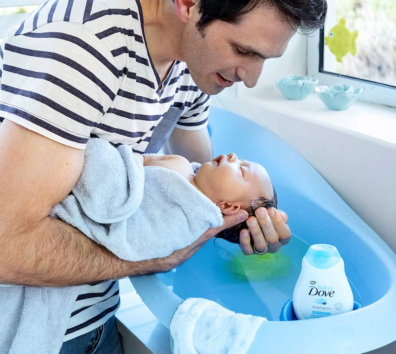 Tắm cho trẻ sơ sinh vào giờ nào là tốt nhất?
