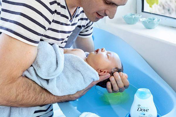 Những điều cần biết khi tắm cho trẻ sơ sinh dưới 1 tuổi
