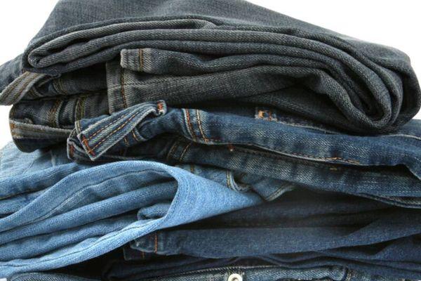 Giữ quần jean không bị bạc màu với 2 tips sau