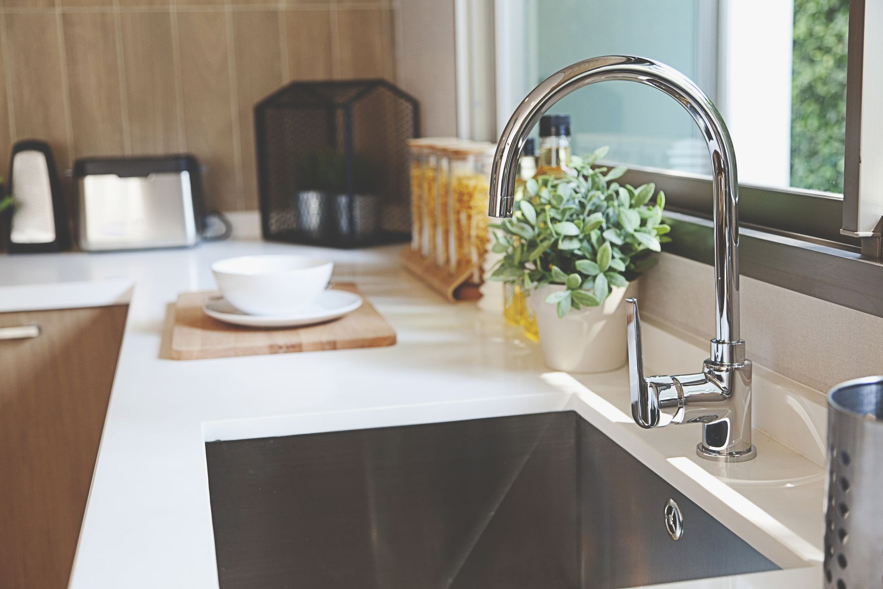 How to clean kitchen sink drainage