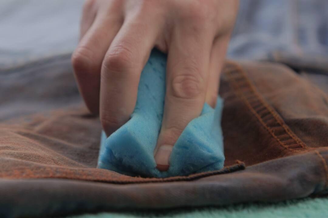 Mẹo bảo quản vải jean luôn mềm và tránh bạc màu