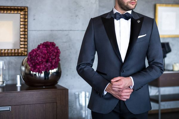 How to Keep your Suit Smelling Fresh | Get Set Clean