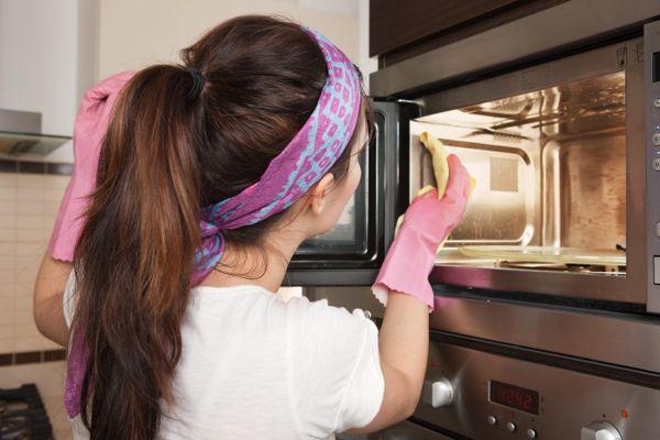 Conocé los mejores consejos sobre cómo limpiar el microondas