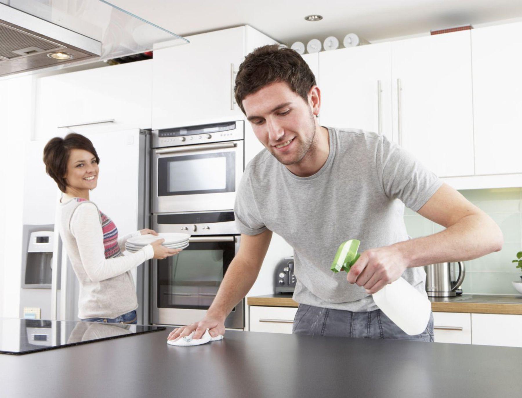 Làm sạch bàn bếp