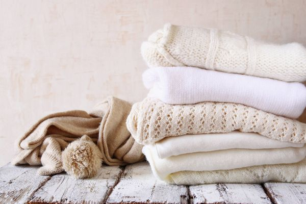 Got tough Haldi stains on your white woollen sweater? Go through these simple steps to get rid of the stain