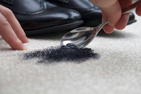 Hướng dẫn chi tiết cách làm mới giày da cũ, sờn màu