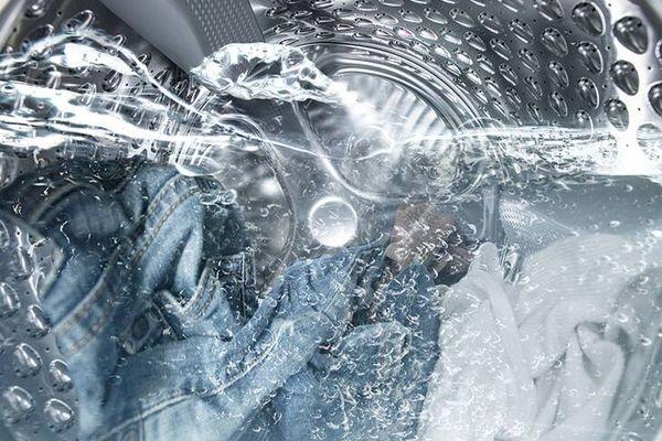 Có nên sử dụng nước xả vải để giặt quần Jean không?