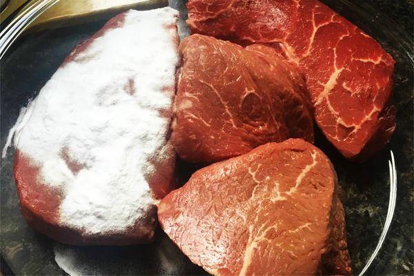 Bột baking soda ướp thịt giúp làm mềm thịt, món ăn nhanh chín hơn