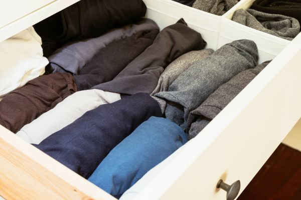 How to Clean and Organise Your Drawers & Desk | Cleanipedia