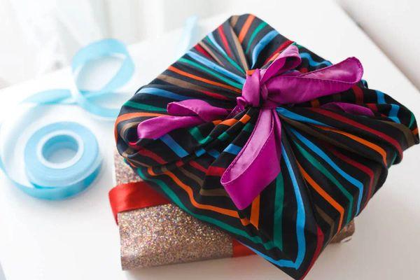 13+ Món quà tặng đám cưới ý nghĩa và gây ấn tượng