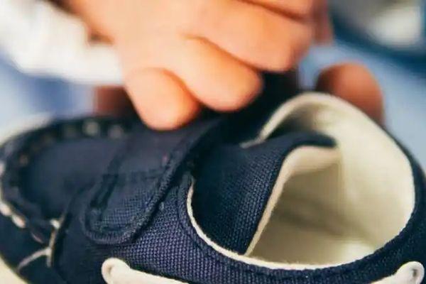 Hướng dẫn cách giặt giày bị mốc | Cleanipedia