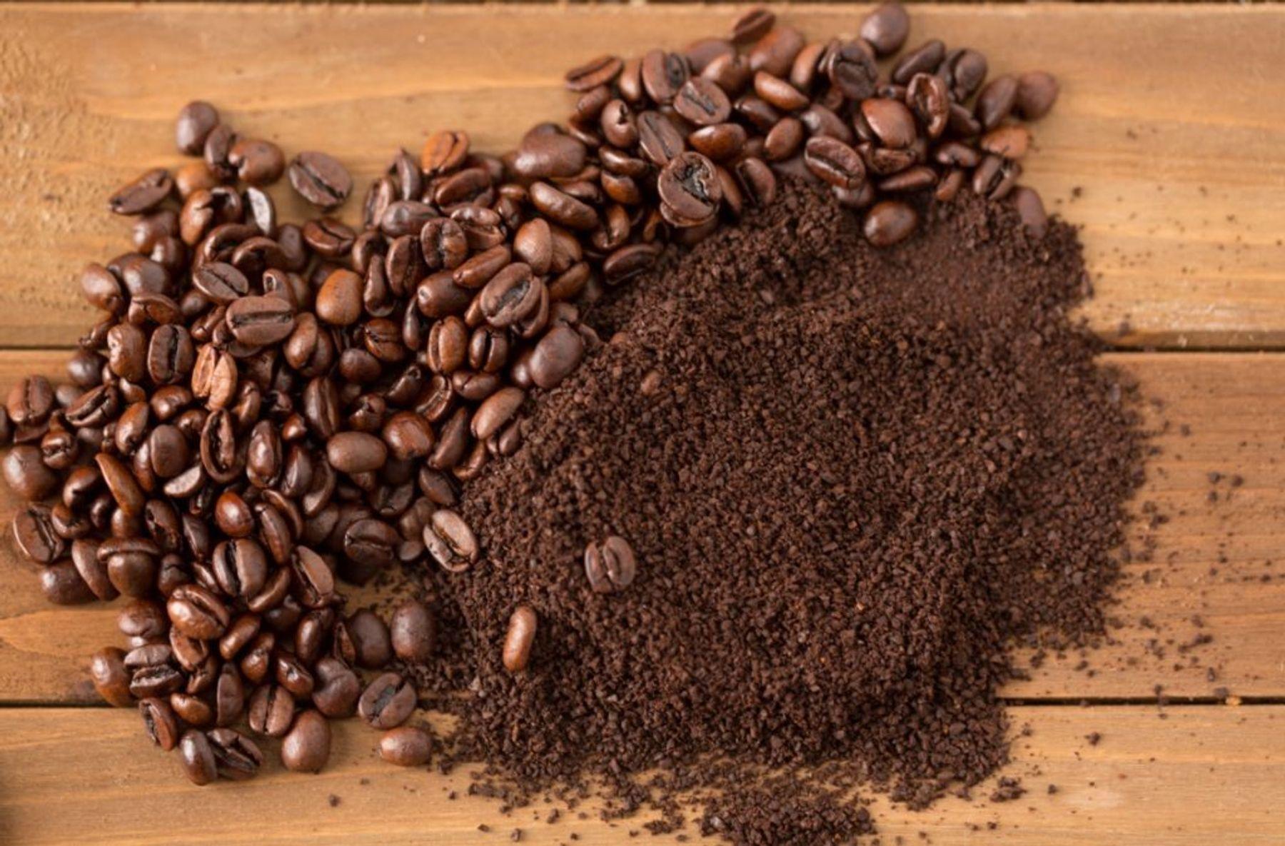 Dùng bã cà phê để quần áo luôn thơm mát đón Tết